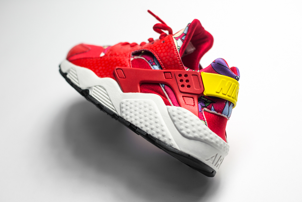 nike-air-huarache-aloha-red-pack-wmns