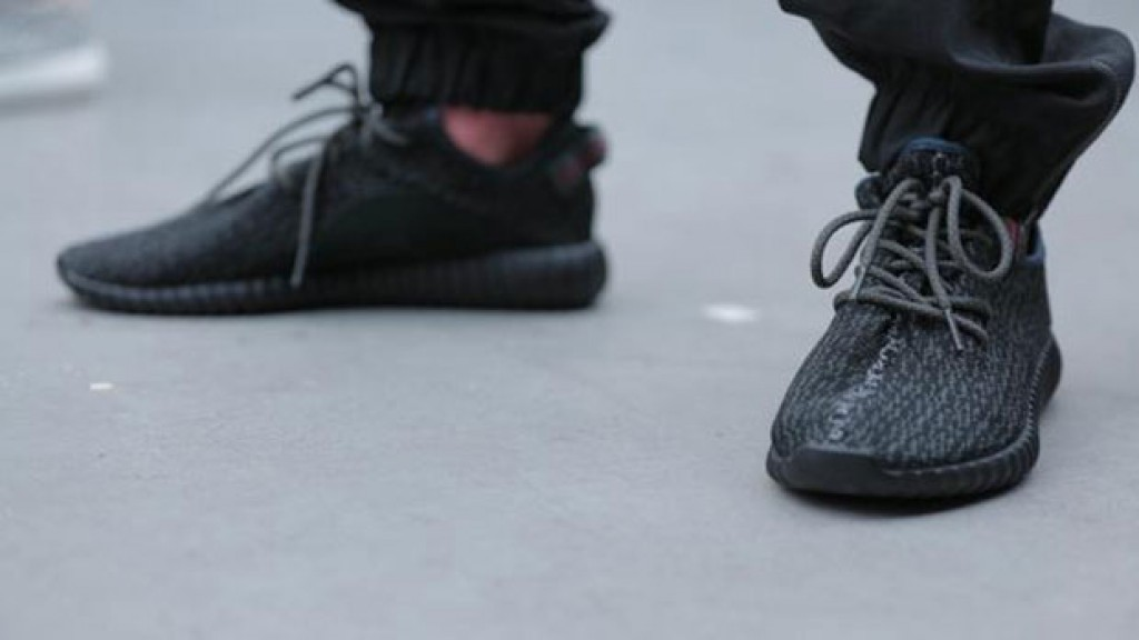 black yeezy femmes boost adidas